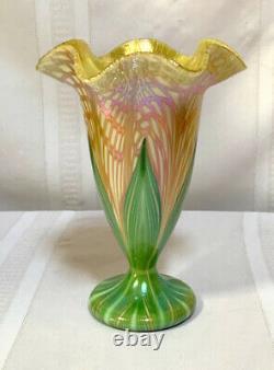 Quezal, Decoratd Floriform Vase, Fishnet And Pulled Feather Flower Vase, Nice